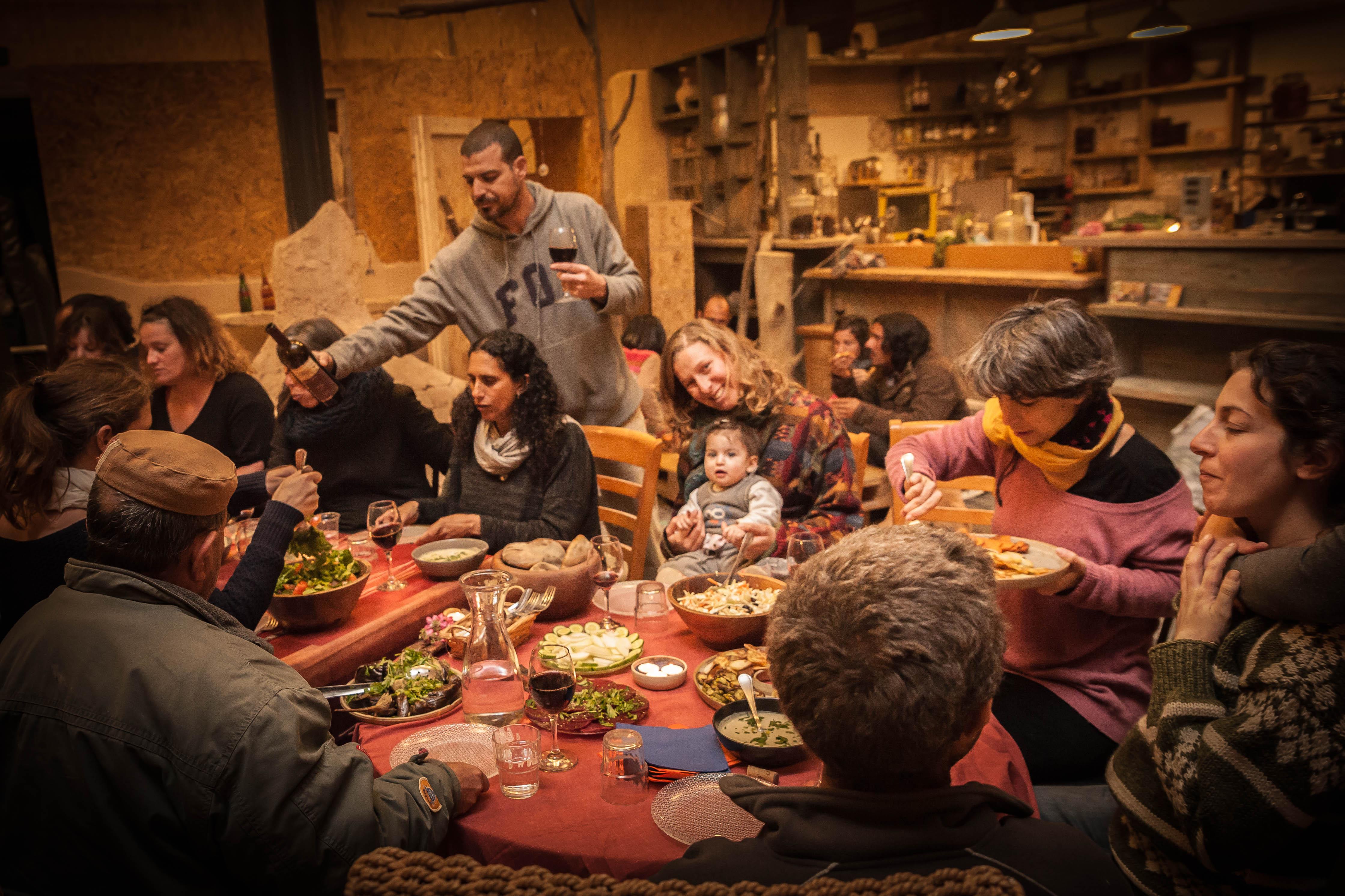 מפגש, טעימות ושיחה – יין, יזמות וקיימות בנגב בהדסער מצפה רמון